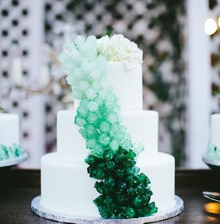 Theres A Sweet New Wedding Cake Trend Going Around You Guys And - Geode Wedding Cake