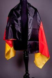 """Bodyflag """"Deutschland"""" Der dunkle Ritter wäre neidisch auf die modernen Fußballhelden und ihr stylishes Flaggen-Cape! Arme rein, Fan sein!"""