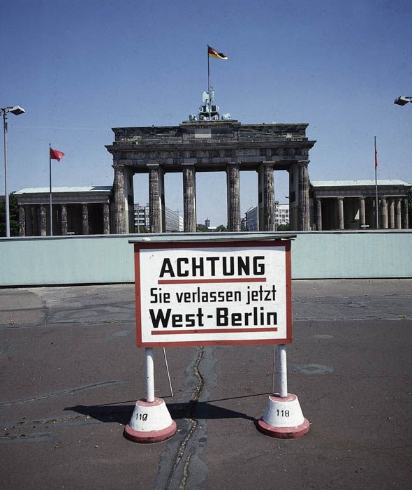 on this day 1961 berlin wall is erected berlin wall on berlin wall id=59664