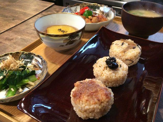 ・玄米おむすび  (黒豆・牛蒡とひじき・焼き梅味噌)