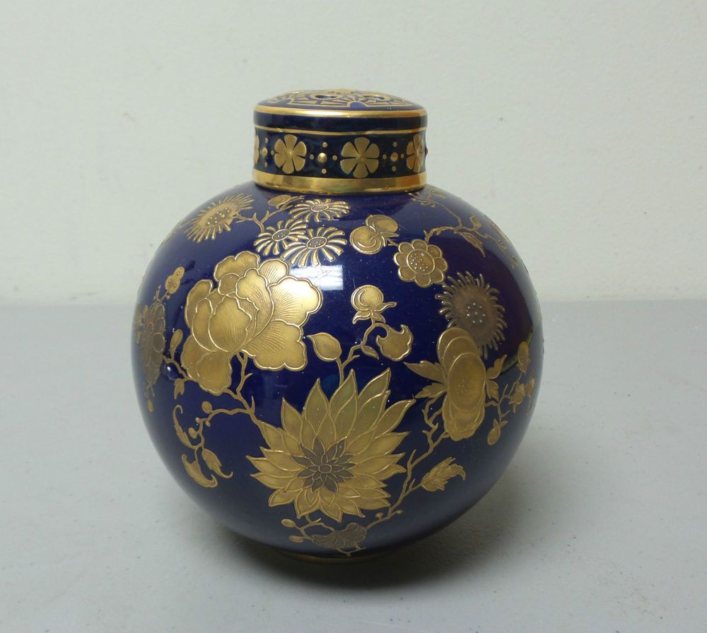 Fragrance Lavender Buds and Seed  1//4 oz and Miniature Porcelain Ginger Jar