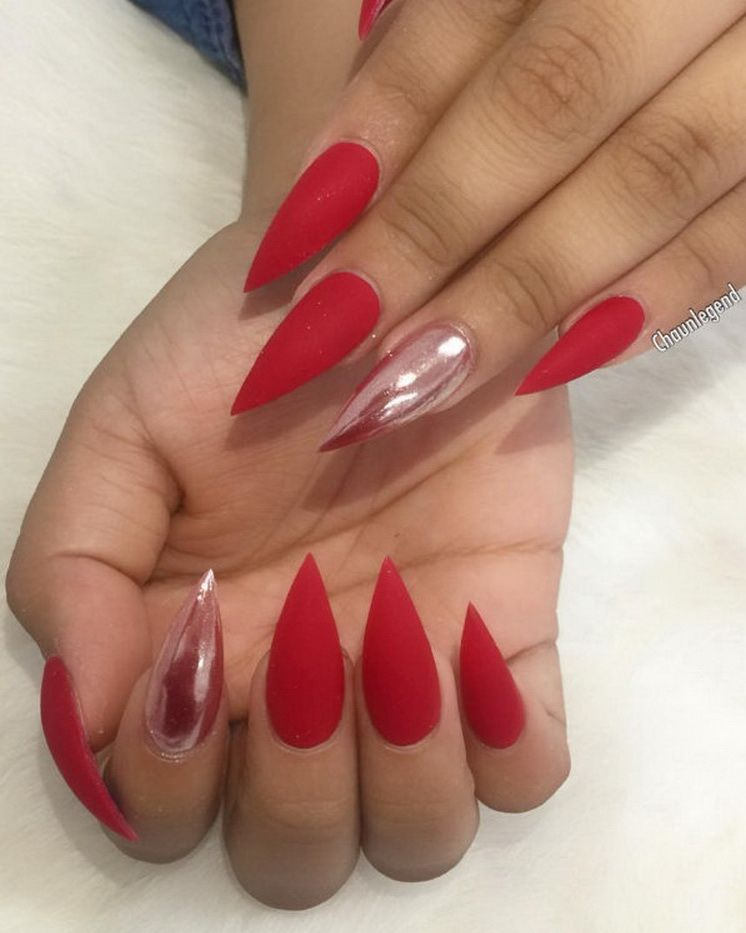 25 Trending Mani Ideas Chaunlegend Gold Acrylic Nails Pointed Nails Red Chrome Nails