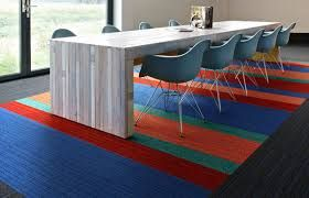 vergadertafel met vloerkleed