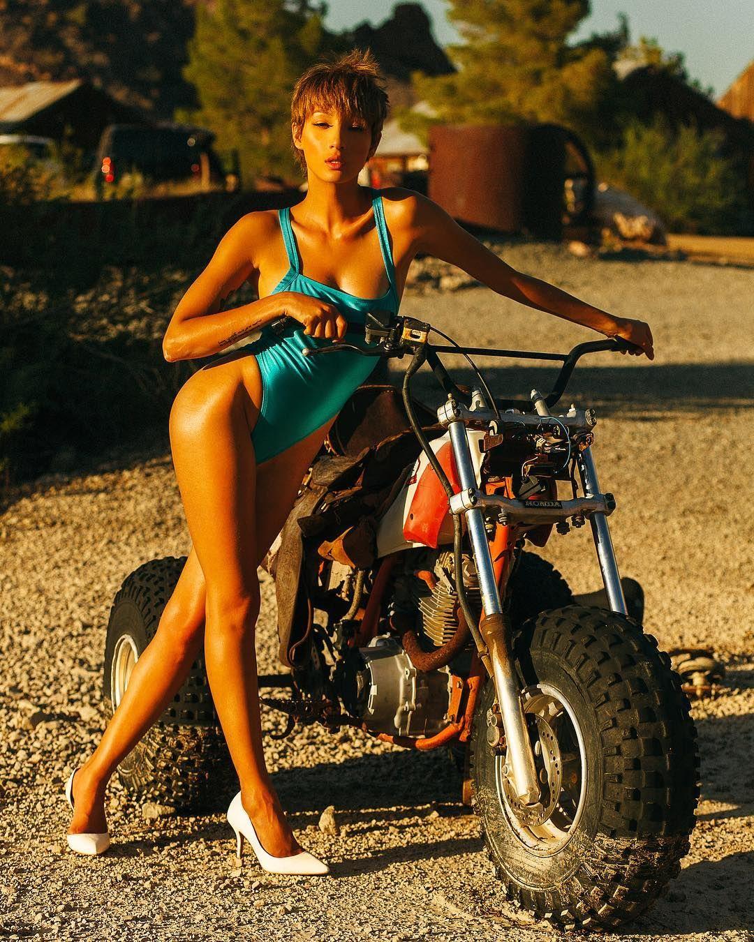 Taylor momsen4,Jacqueline McKenzie etcRomper Stomper  Hot fotos Lauren Goodger Bikini,Sasha fierce boobs