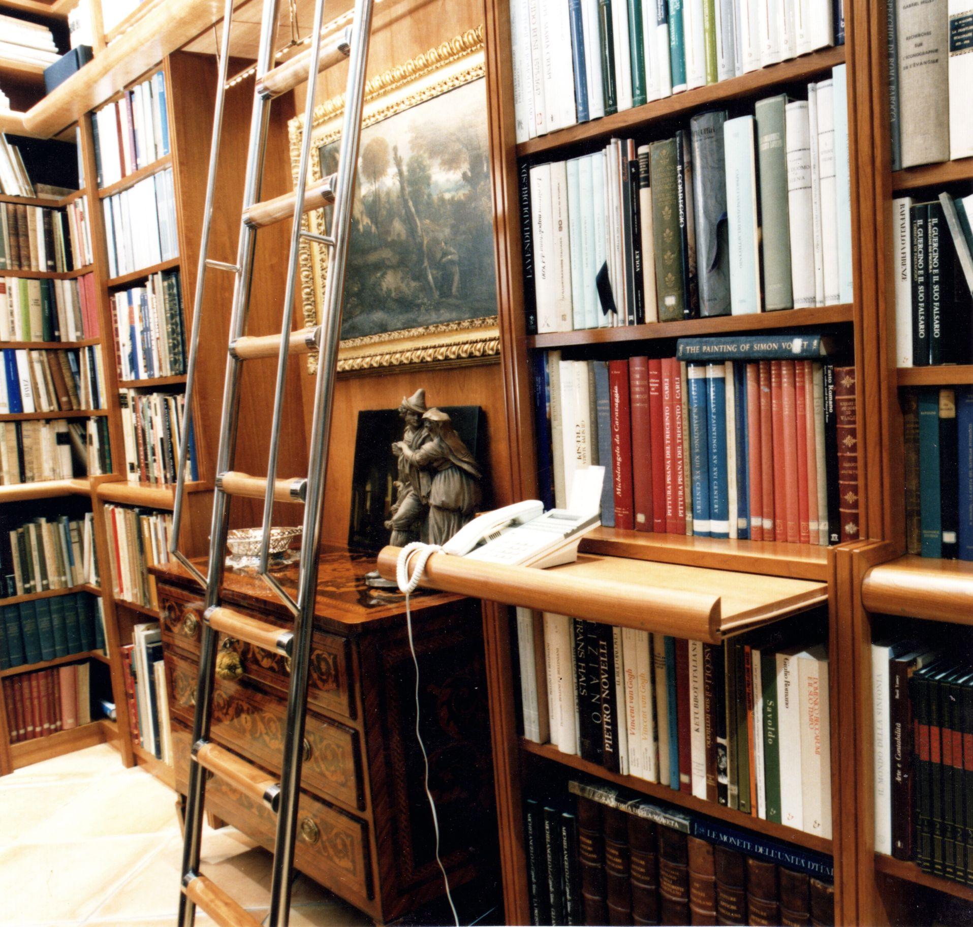 Risultati immagini per biblioteca boiserie