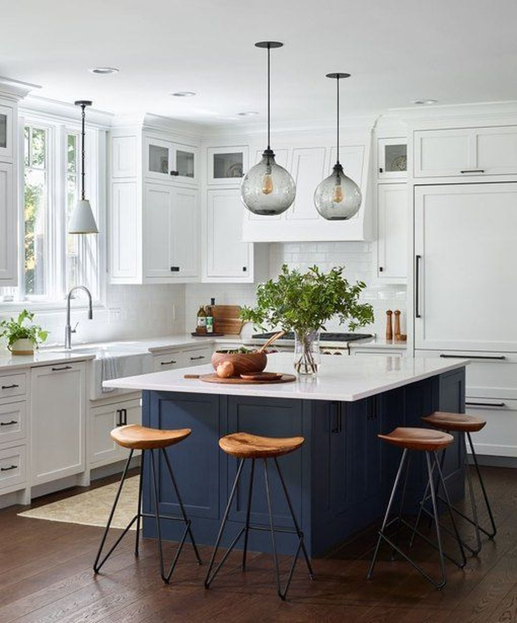 31 Admirable Kitchen Island Ideas To Beautify Your Kitchen Transitional Decor Kitchen Traditional Kitchen Design Kitchen Remodel Small