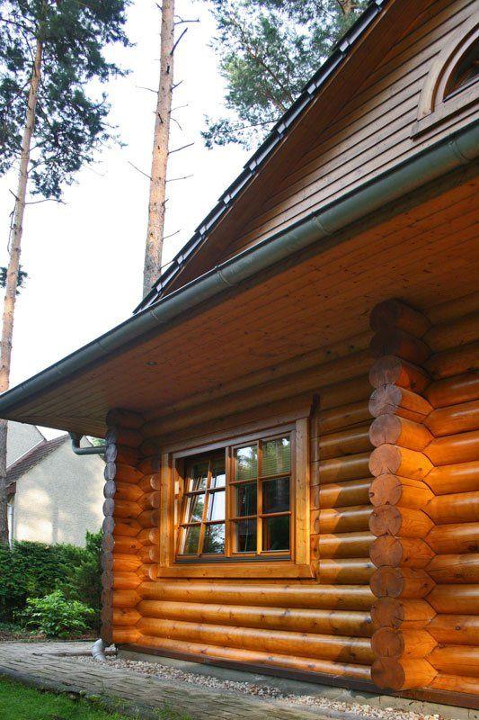 Blockhaus In Rundstamm Wird 10 Jahre Blockhaus Bauen Haus Blockhaus