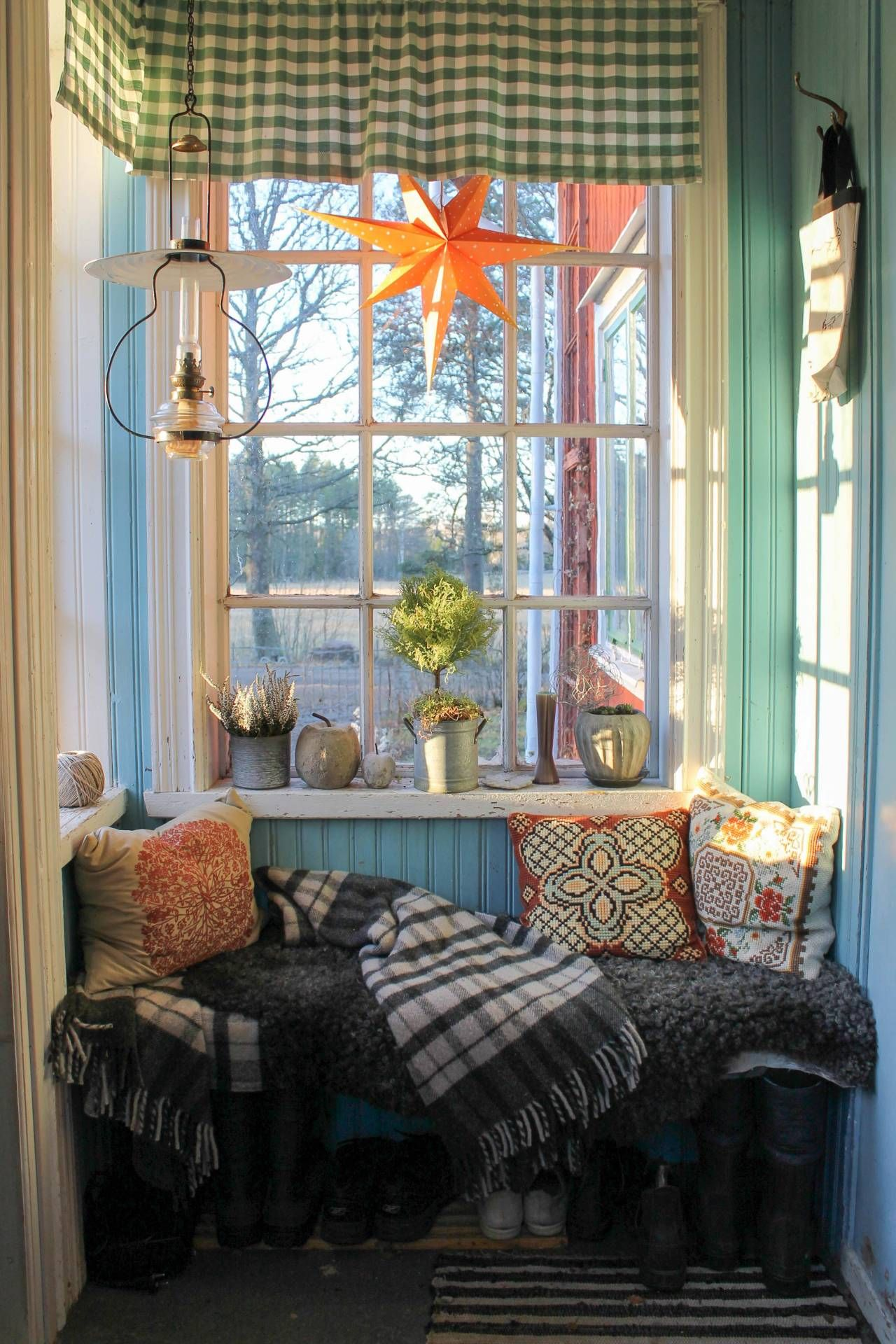 Kitchen nook window treatments  veranda med pärlspont foto erika Åberg  inne  pinterest