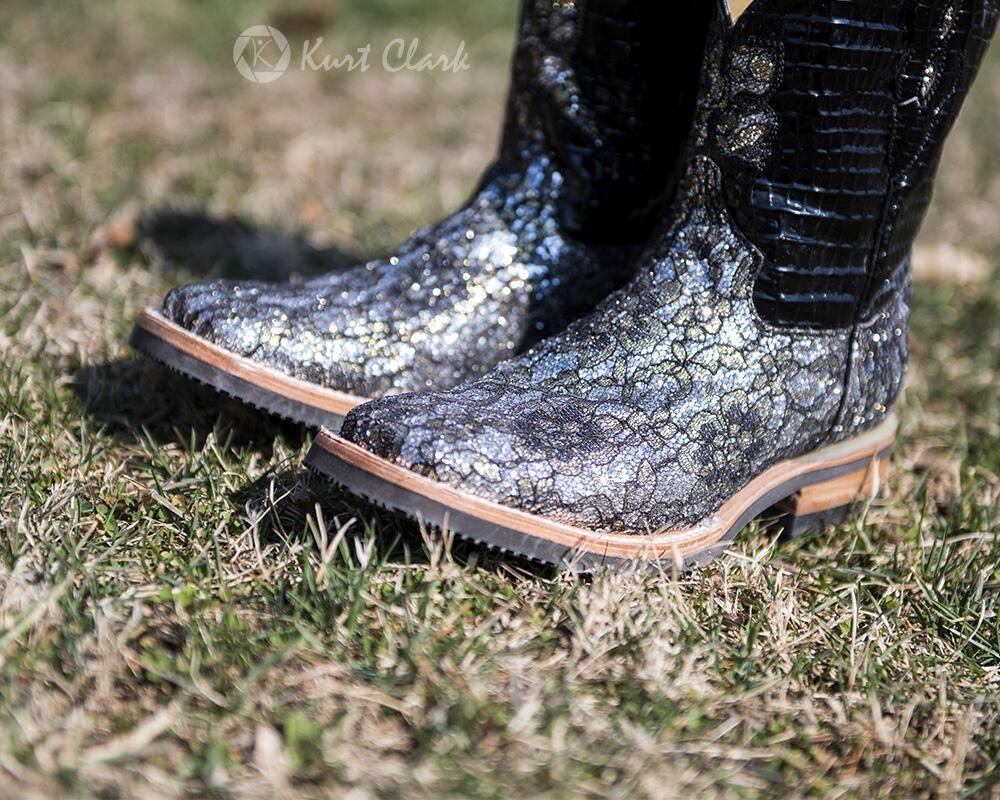 Bling Boots - Show in style. #cowboyboots #bling #horseshow #showclothes #horse #ferriniboots #kurtclark #photography pic.twitter.com/3OKFBhFwxO