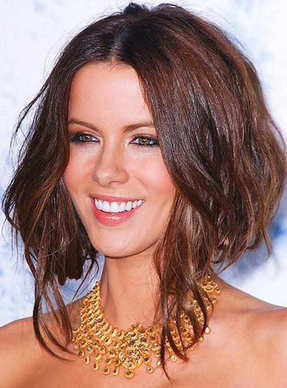 Couper ses cheveux longs: pourquoi pas le carré plongeant? | Carré plongeant cheveux ondulés ...