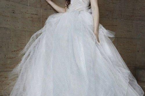 Vestidos de Novia por Vera Wang. La diseñadora con sede en Nueva York no se asusta de lo no convenci...