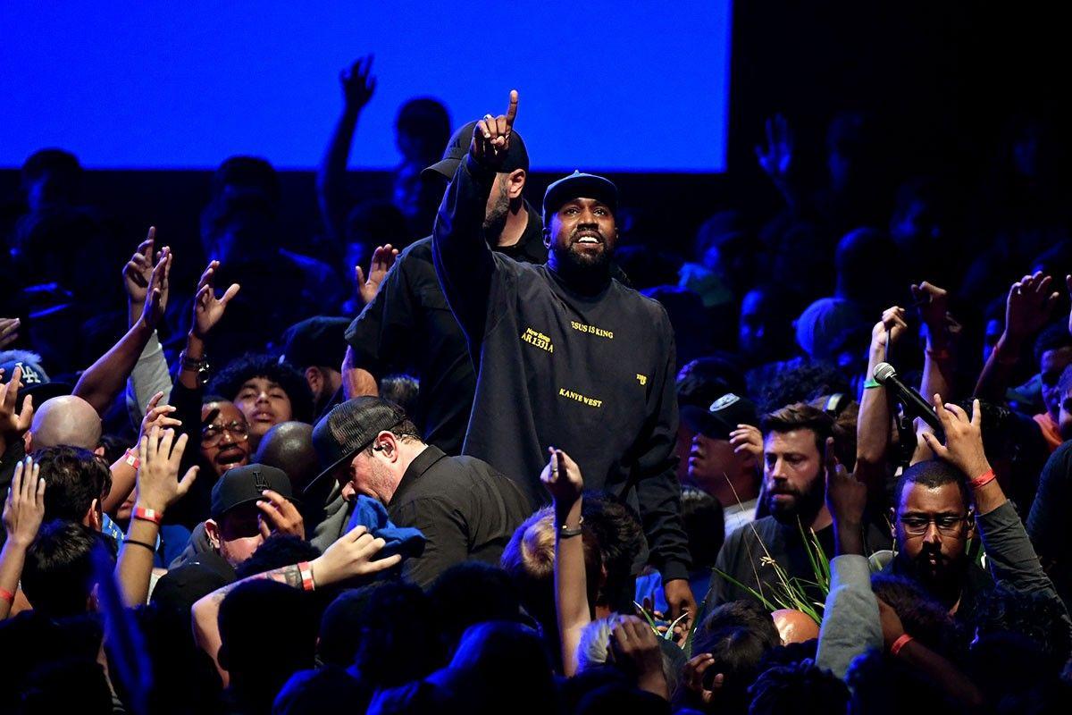 Kanye West Held A Surprise Sunday Service In Paris Watch Gospel Music Kanye West Rapper