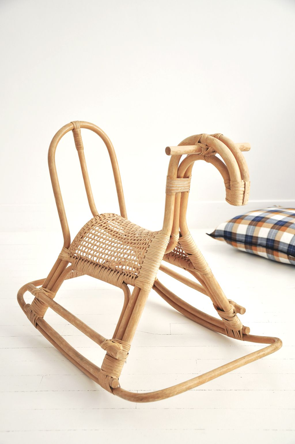 cheval bascule rotin jouet enfant mobilier vintage. Black Bedroom Furniture Sets. Home Design Ideas