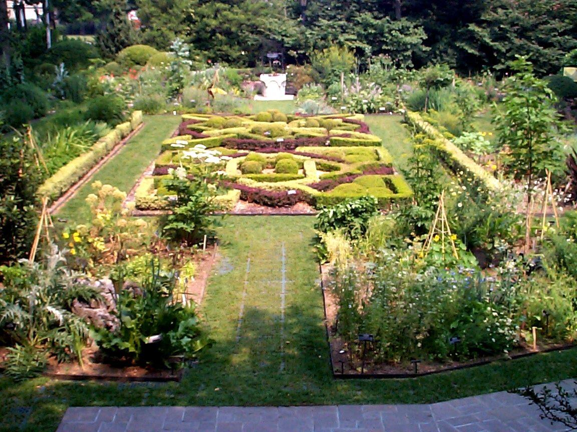 Brooklyn Botanical Garden Or Formal Knot Garden From The Brooklyn Botanical Garden In Nyc Brooklyn Botanical Garden Beautiful Gardens Botanical Gardens