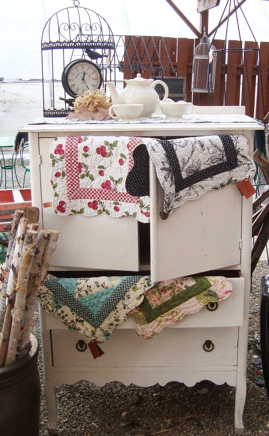 These hand quilted place mats and runners sure pretty up this vintage tea party!