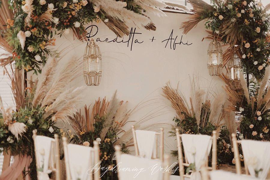 Pin Oleh Raditya Tanaya Di Modern Javanese Rustic Wedding Moodboard Di 2020 Latar Belakang Pernikahan Lamaran Pernikahan Dekorasi Pernikahan