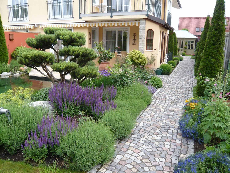 Mediterraner Garten Mit Toskana Pflanzen In Stockdorf Bei Munchen Mediterraner Garten Garten Garten Pflanzen