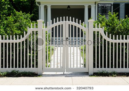 stock-photo-front-gate-and-picket-fence-on-elegant-house-entrance-32040793.jpg (450×319)