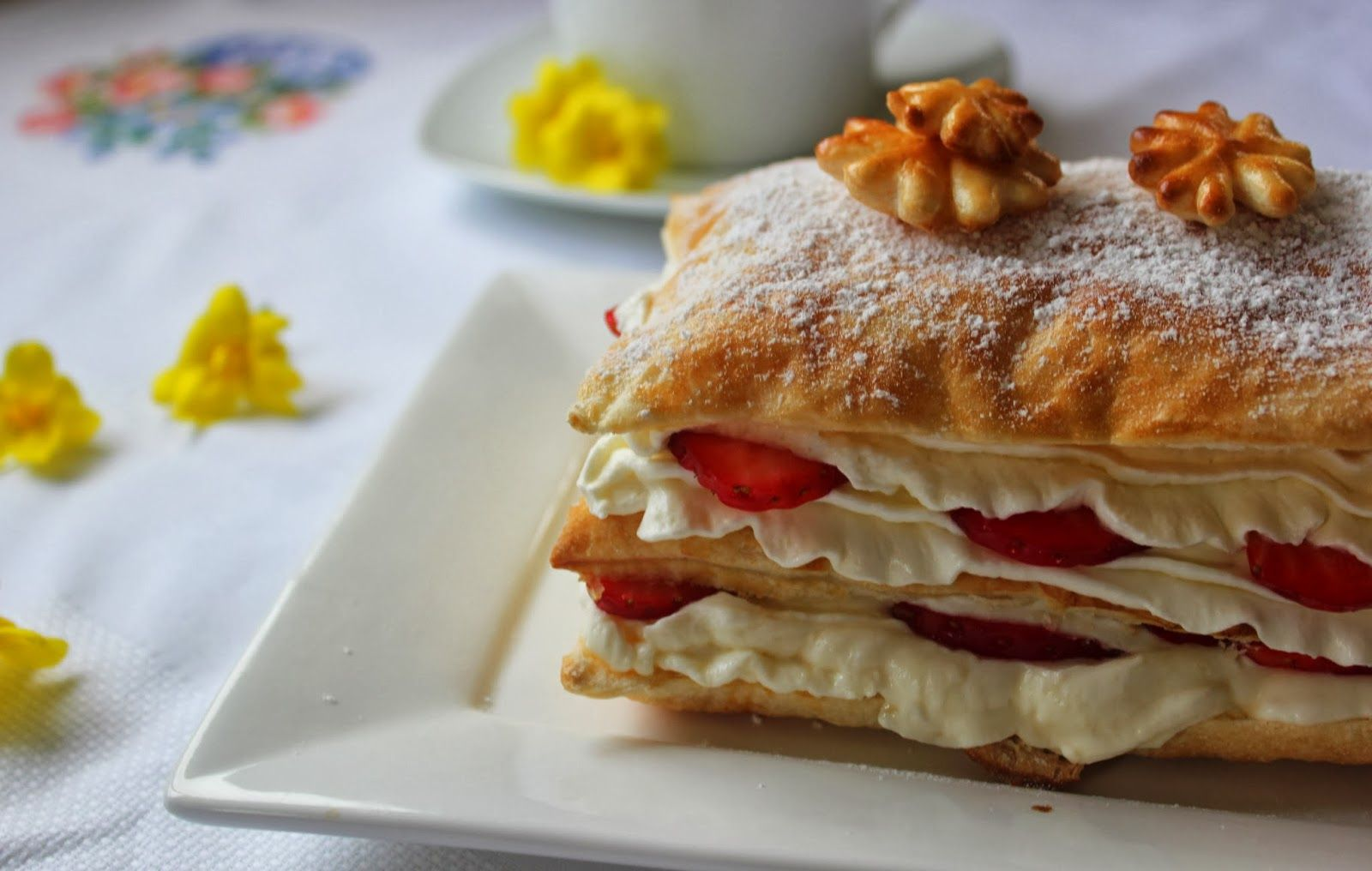 Milhojas de nata y fresas. Cocinando con las chachas blog