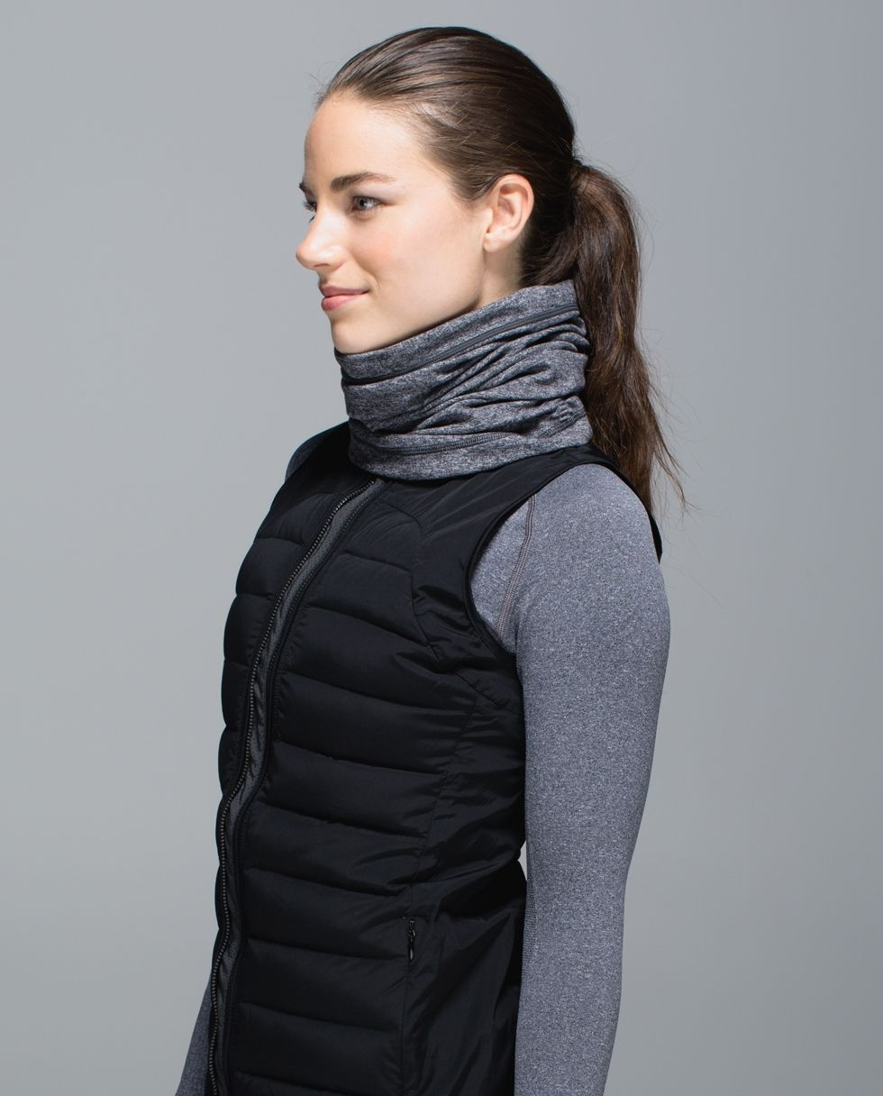Layer up when it cools down! We designed this soft, versatile neck warmer with cozy, sweat-wicking fabric to keep our temperature toasty when we're out on a cold-weather run.