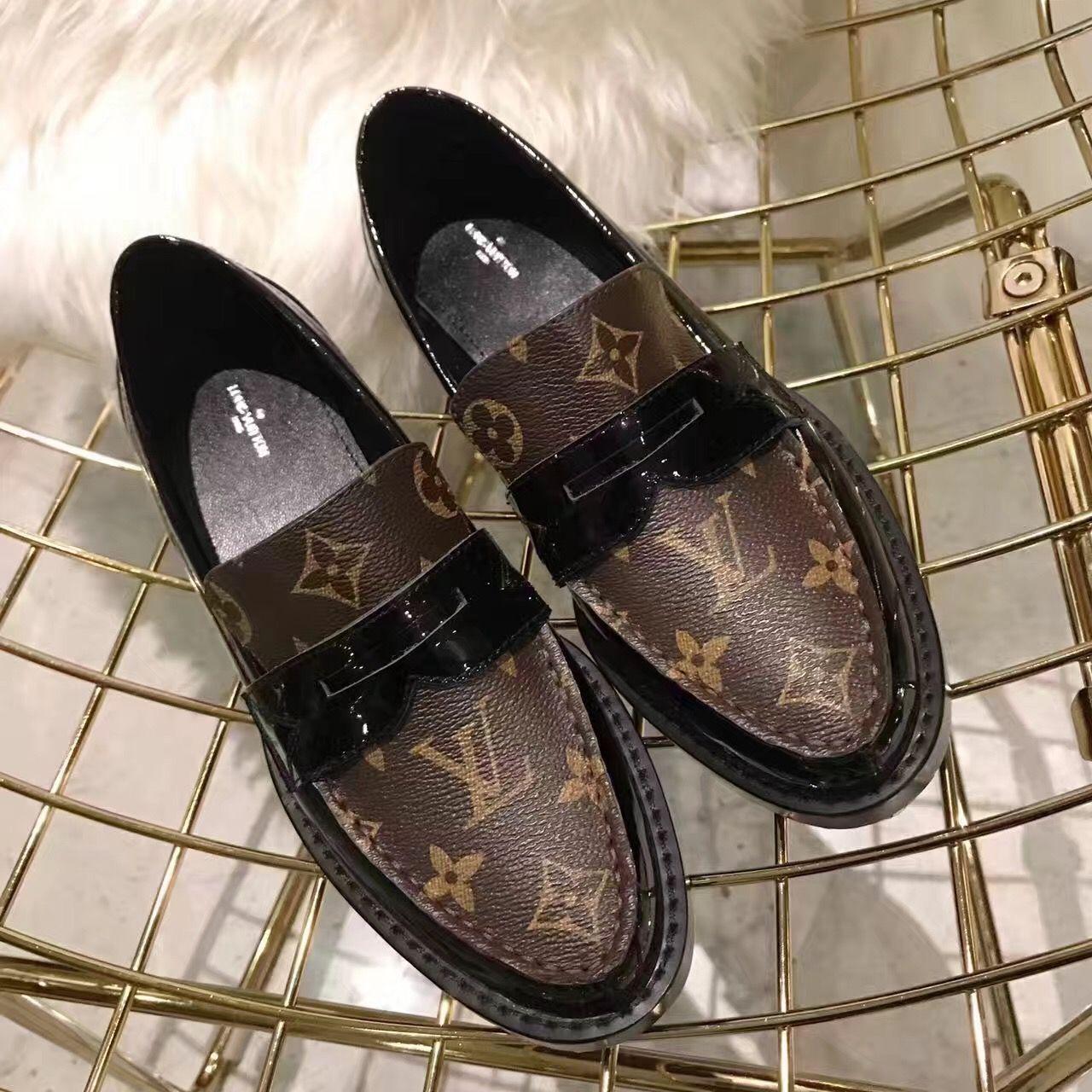 ff37cebc3c58 Louis Vuitton Lv woman shoes leather loafers