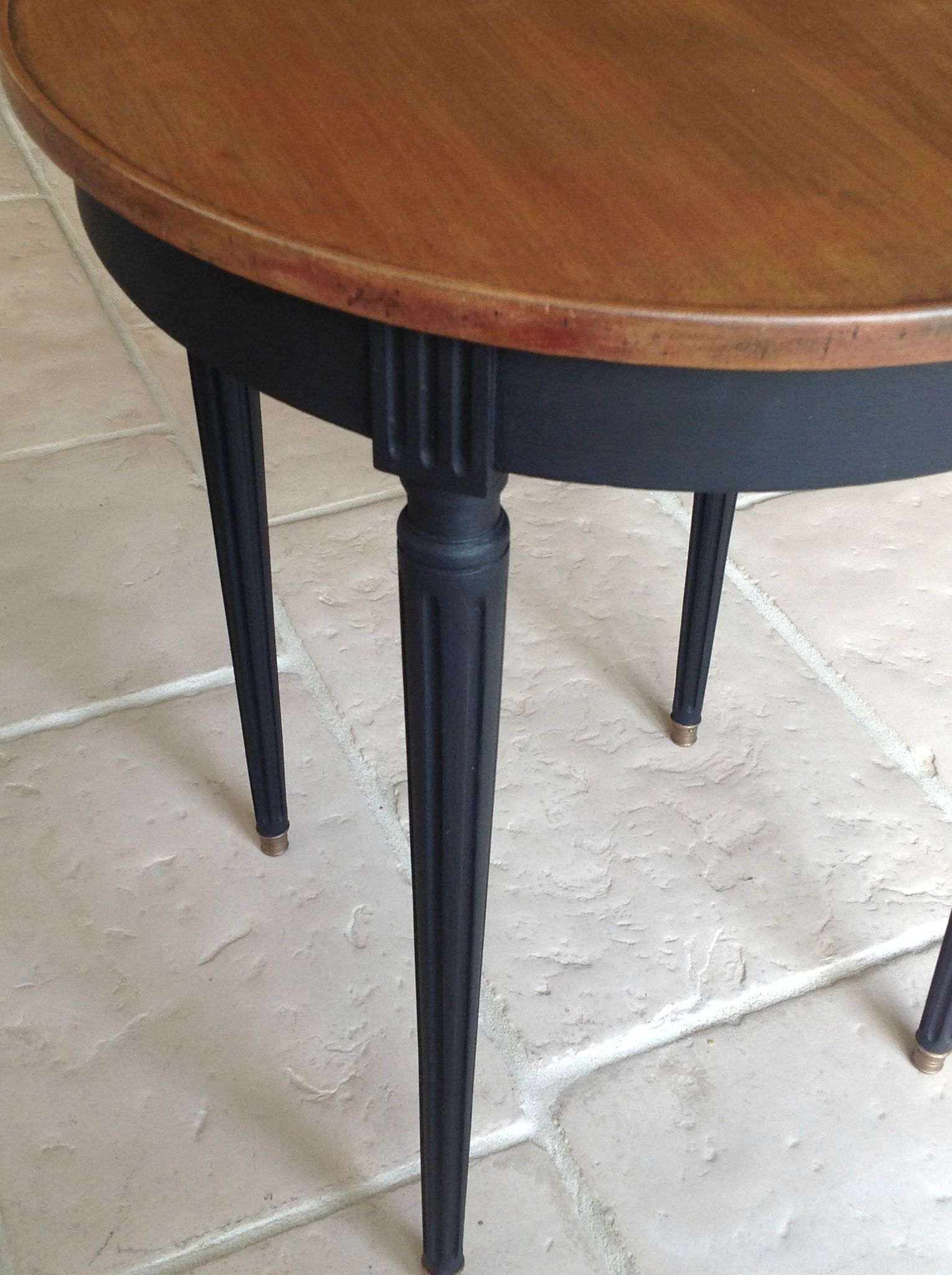 table ronde patinee noire table manger pinterest. Black Bedroom Furniture Sets. Home Design Ideas
