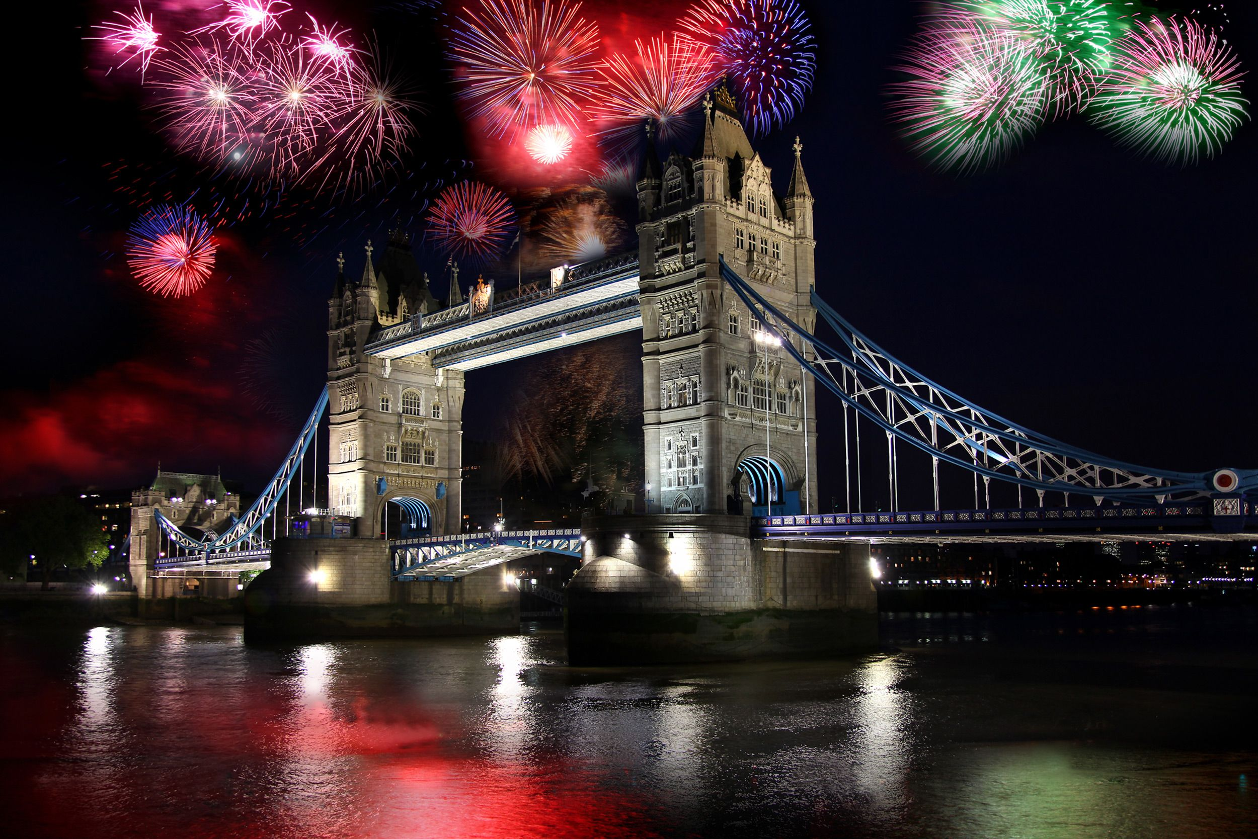 Visit The Glorious City Of London This Year For A Christmas New Year Break Have A Look At New Year S Eve Around The World One Day In London London Fireworks