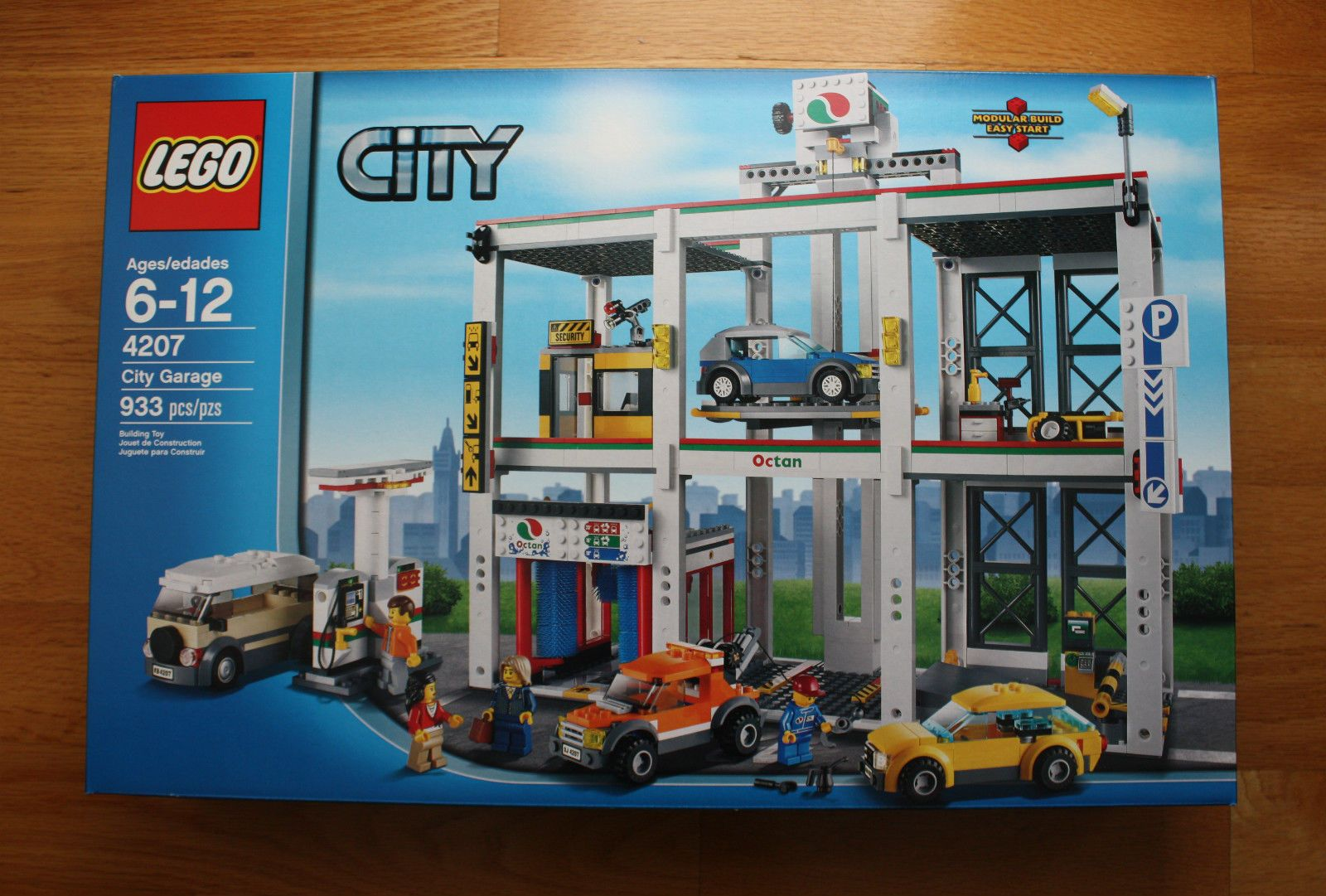 Lego City Garage 4207 With Tow Truck Cars Carwash Fuel Pumps New