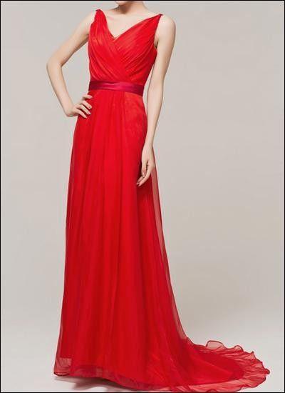 Umwerfendes Kleid Fur Den Grossen Auftritt Beinahe Schon Im Beruhmten Valentino Rot Kleider Abendkleid Rotes Abendkleid