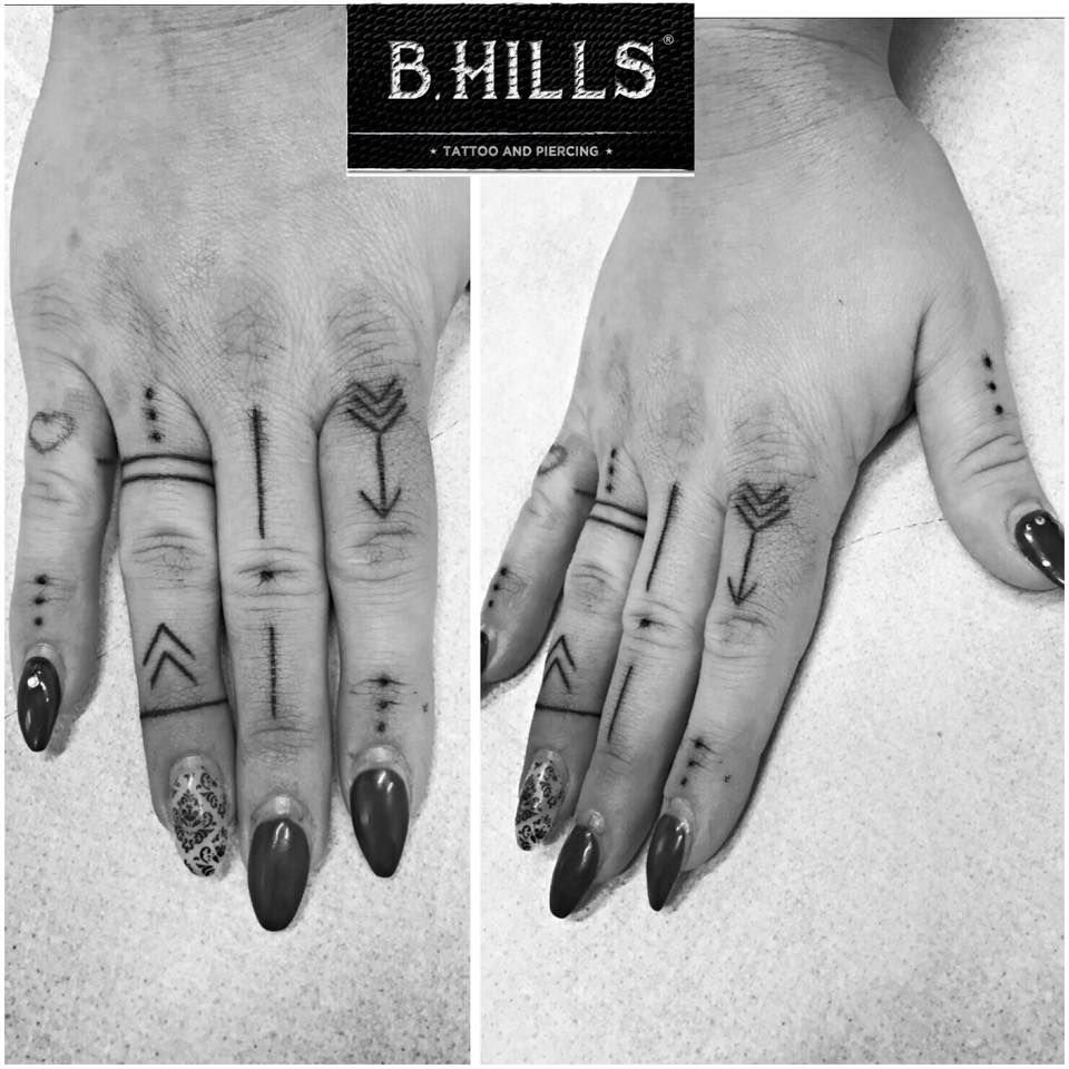 Line fingers hand dot tattoo handtattoo black for Tattoo dots on fingers meaning