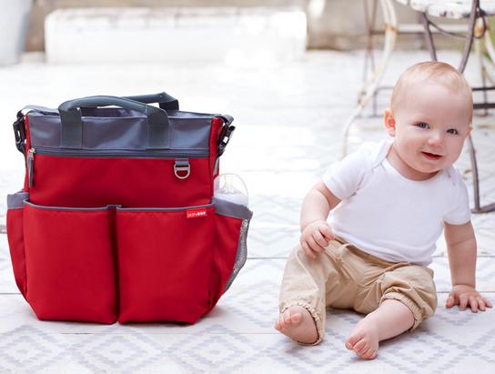 Bolso en color rojo skip hop nuevo dise o - Cambiadores plegables para bebes ...