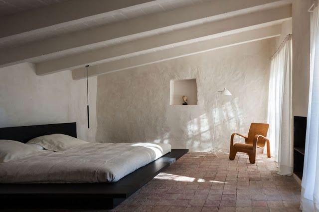 Bedroom in farmhouse, L'Empordà, Spain, renovated by architect Francesc Rifé. (Photo © Fernando Alda)