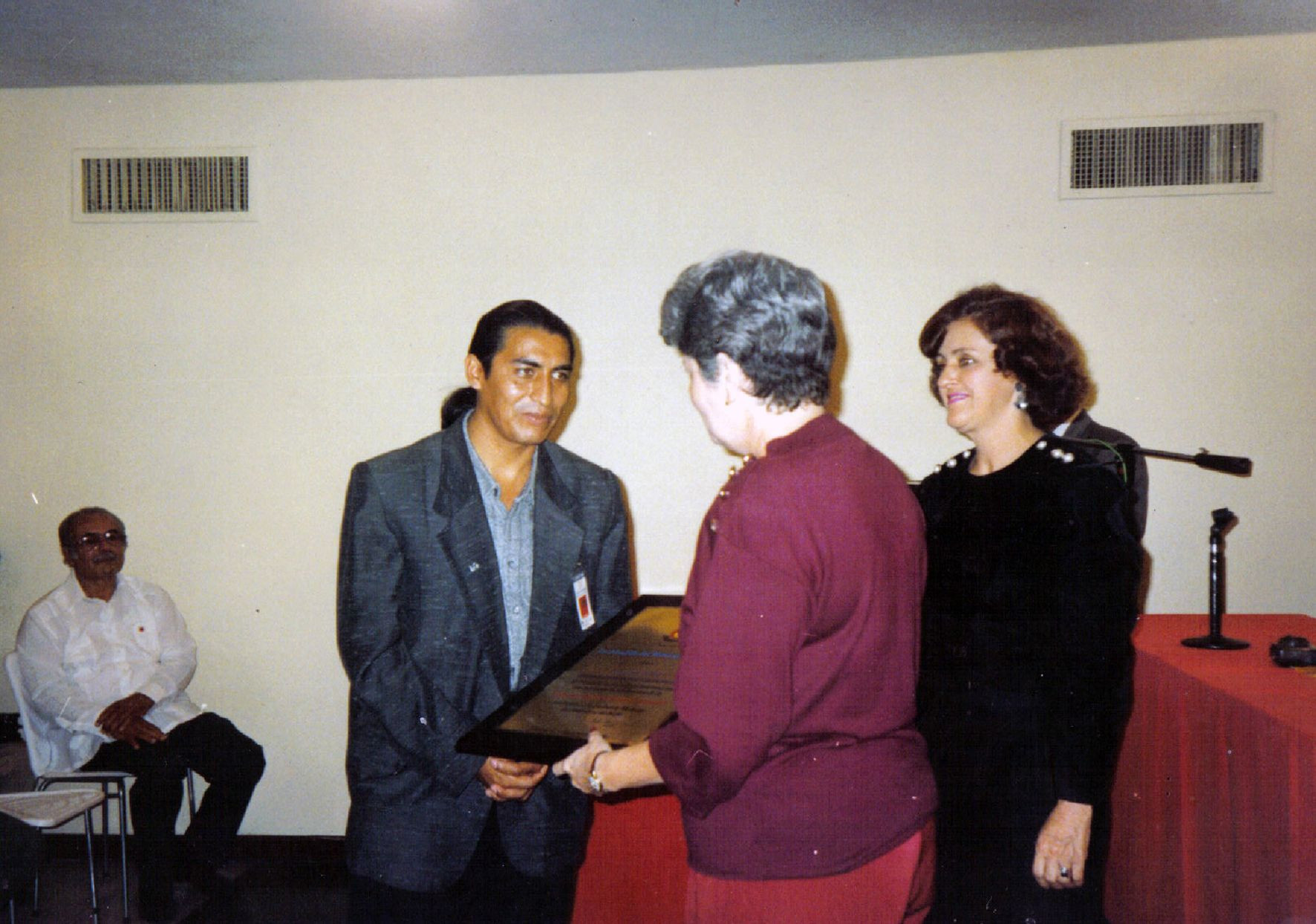 "Diploma ""Best Craft Internacional"" awarded during la IV Ibero-American Crafts Fair. Puerto La Cruz, VENEZUELA (1996)"