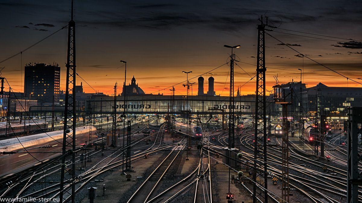 Sonnenaufgang über dem Münchner Hauptbahnhof, aufgenommen