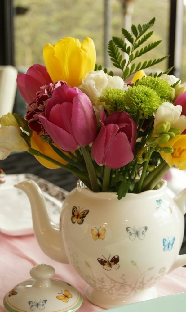tischdeko mit tulpen festliche tischdeko ideen mit fr hligsblumen rustikale tischdeko. Black Bedroom Furniture Sets. Home Design Ideas