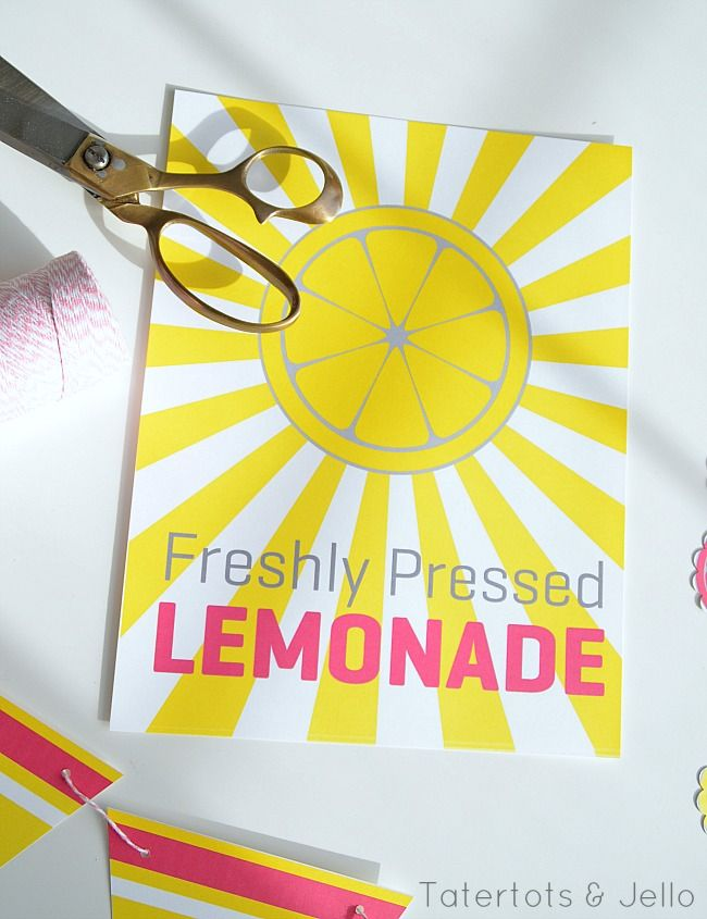 Free freshly pressed lemonade stand sign and bunting.