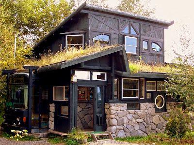 Casa en jap n realizada con materiales reciclados y techos - Casa autosufficiente ecologica ...