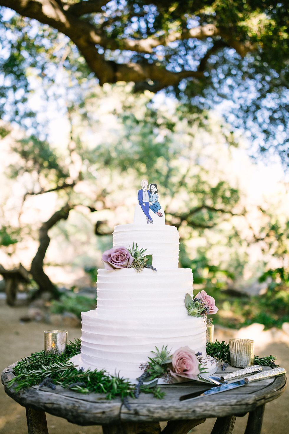 A rustic wood table makes an outdoorinspired wedding cake stand