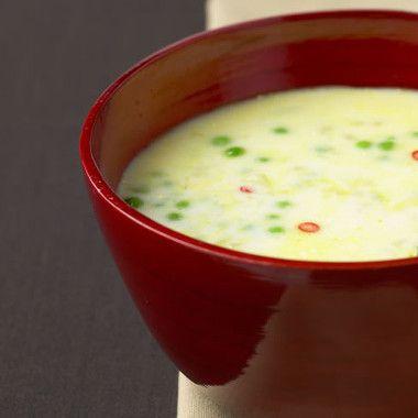 Stevige soep van aardappels en erwtjes