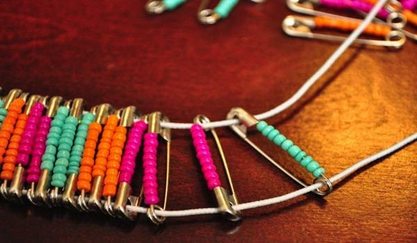Safety pinbead bracelet instructional video at httpgurl safety pinbead bracelet instructional video at httpgurlvideos do it yourself crafts for girlsmake a safety pin bracelet solutioingenieria Gallery
