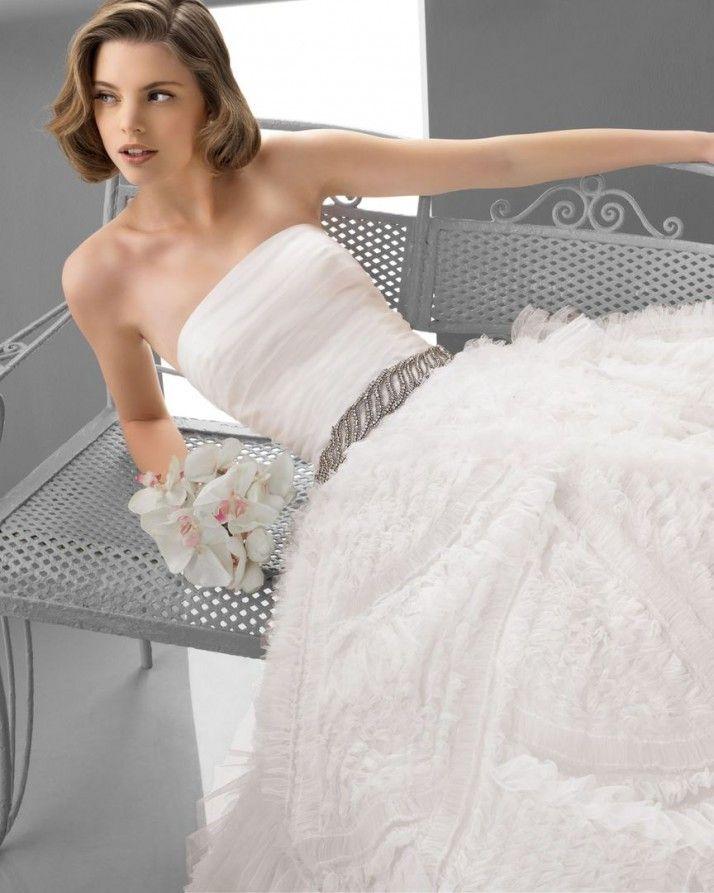 181 FUTURO / Wedding Dresses / 2013 Collection / Alma Novia (close up)