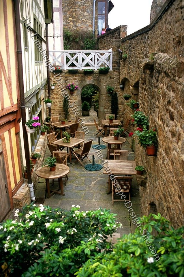 Tall Stone Courtyards Walls by The Landscape Design Site.com