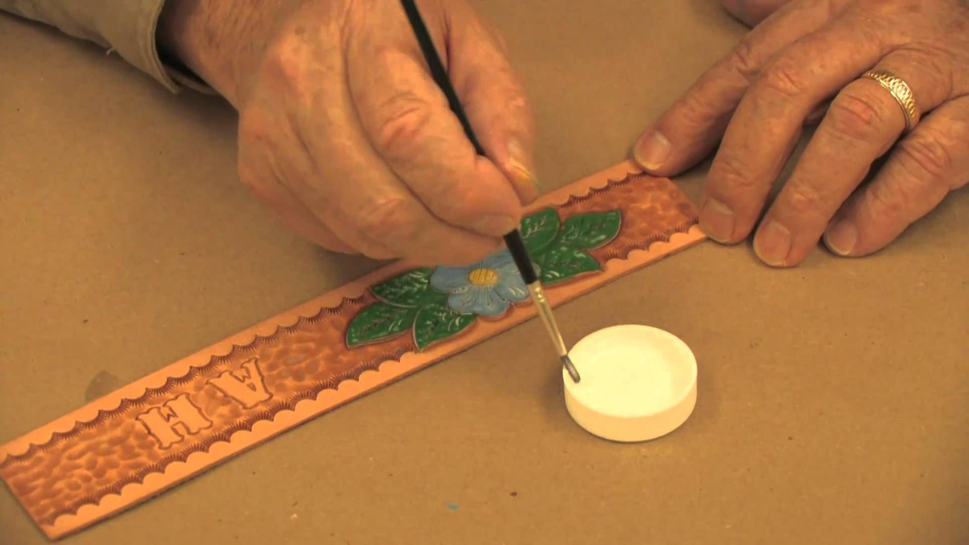 Leather coloring 101 » leathercraft library.
