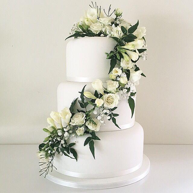 White Flower Wedding Cake: White Wedding Cake With Trailing Fresh White Flowers And