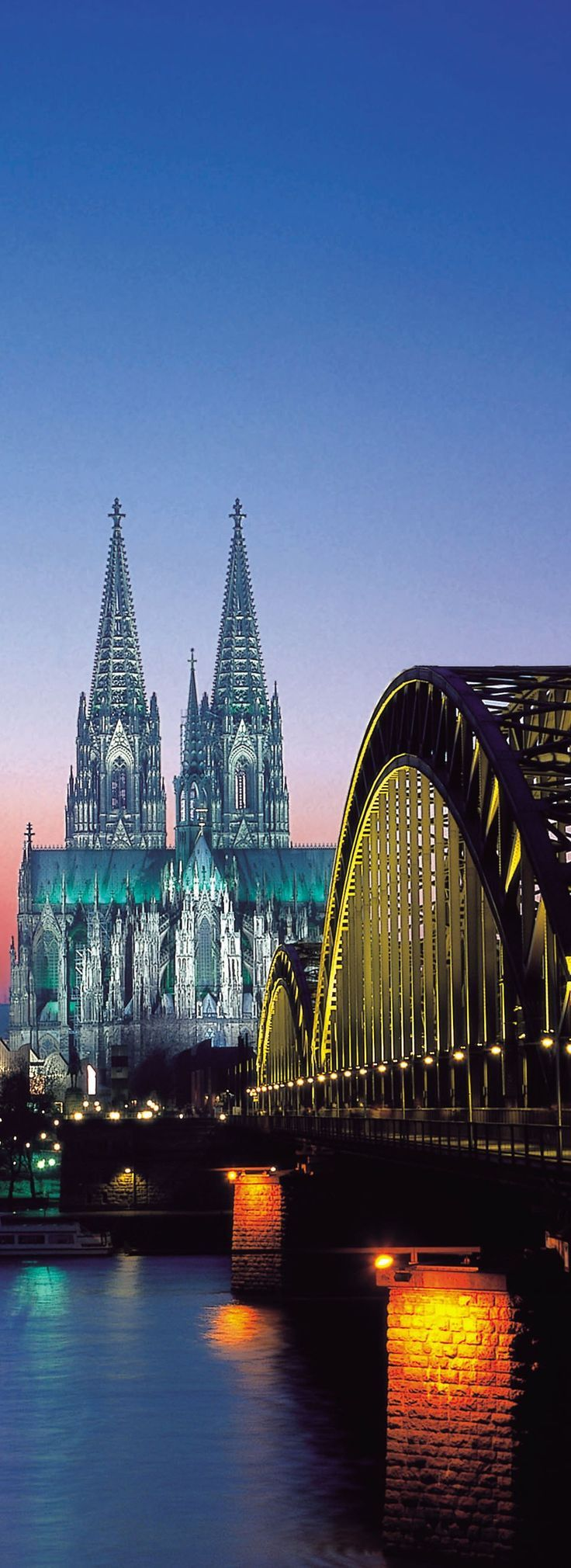 Pin By Lafeelo On Picture In 2020 Cologne Cathedral Cologne Germany Beautiful Places In The World