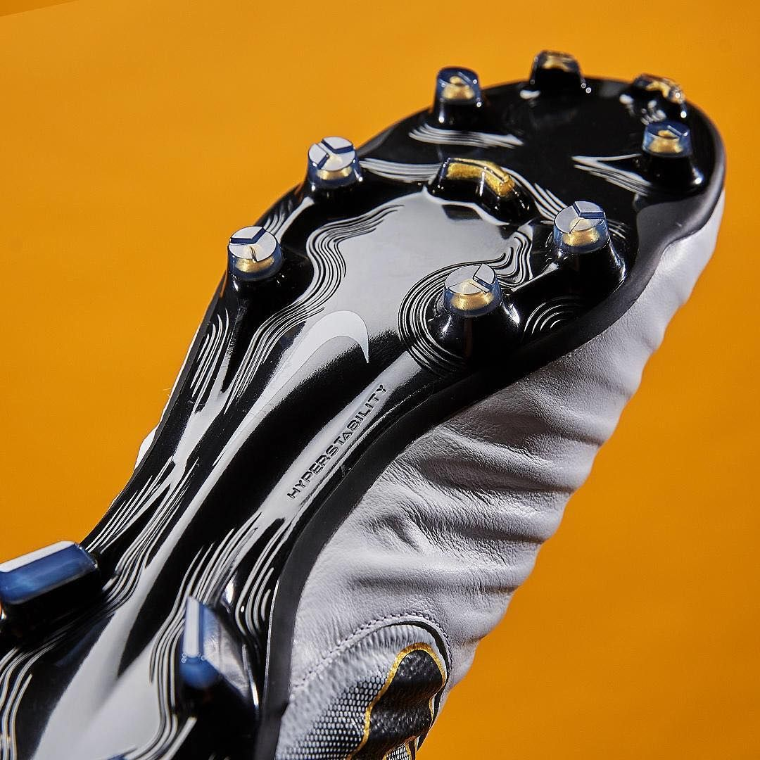 Own Class. The special edition Nike Tiempo Legend VII