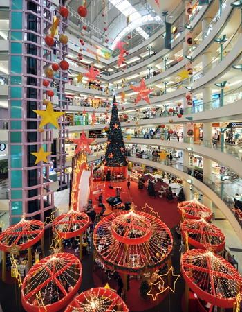 Christmas Decorations Around The World Christmas Decorations Xmas Lights Christmas Worldwide
