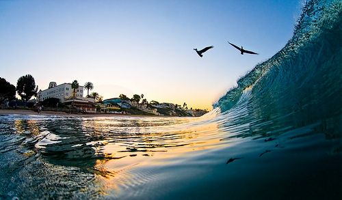 Stay At A Beachfront Hotel In Laguna Beach Take An Evening Walk And Watch The Sunset With Front Lodging Options California