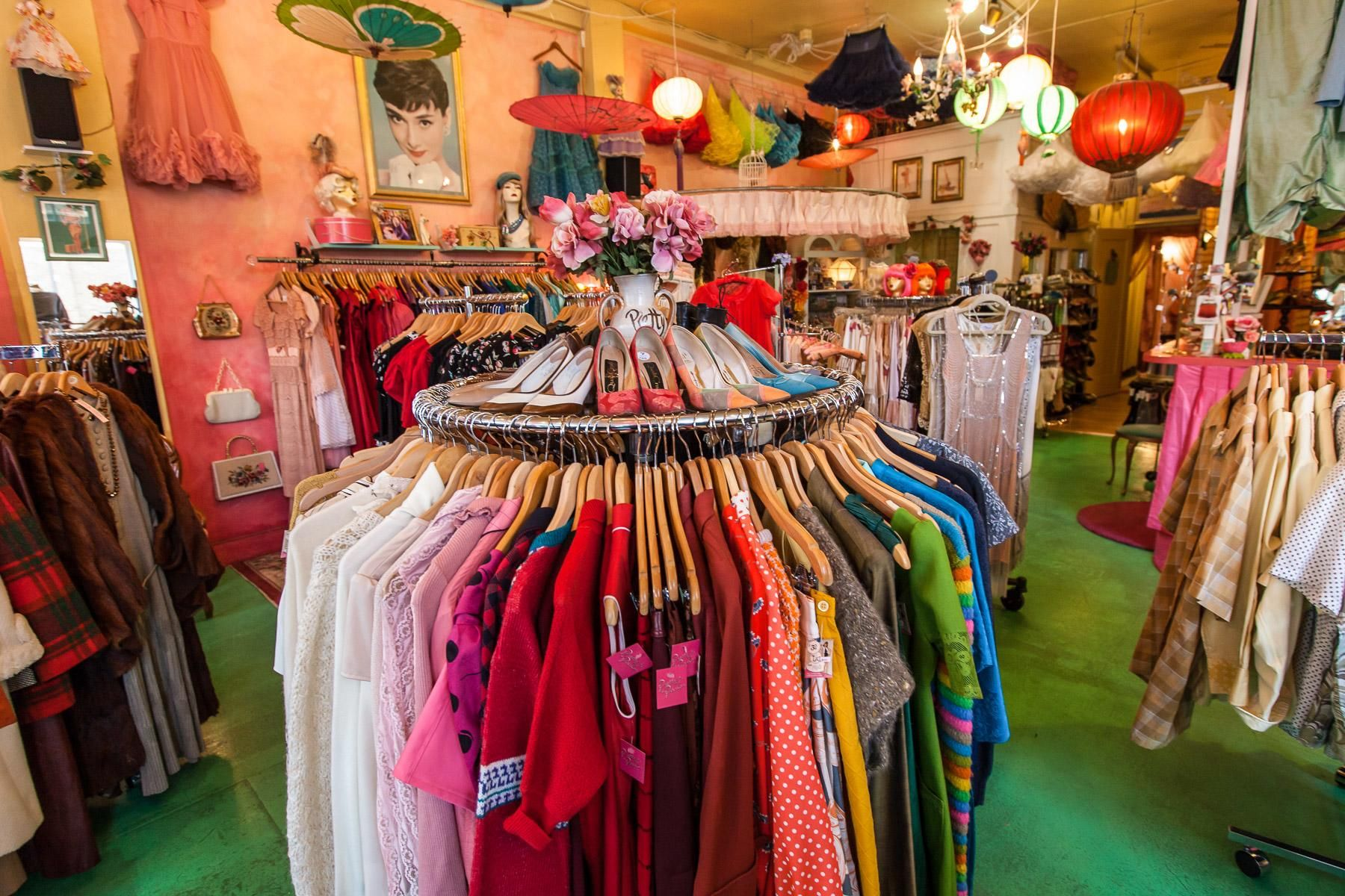 15 Boutiques Taking Seattle Style From Athletic To Aesthetic Seattle Fashion Seattle Shopping Vintage Clothes Shop
