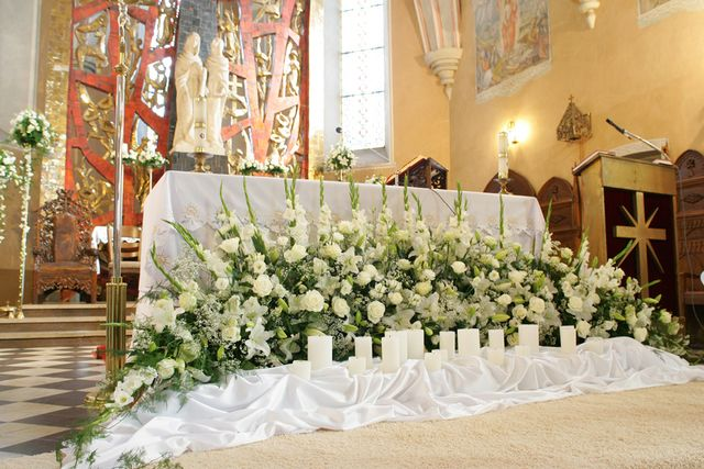 Kwiaty W Kosciele Szukaj W Google Church Altar Decorations Church Flower Arrangements Catholic Decor